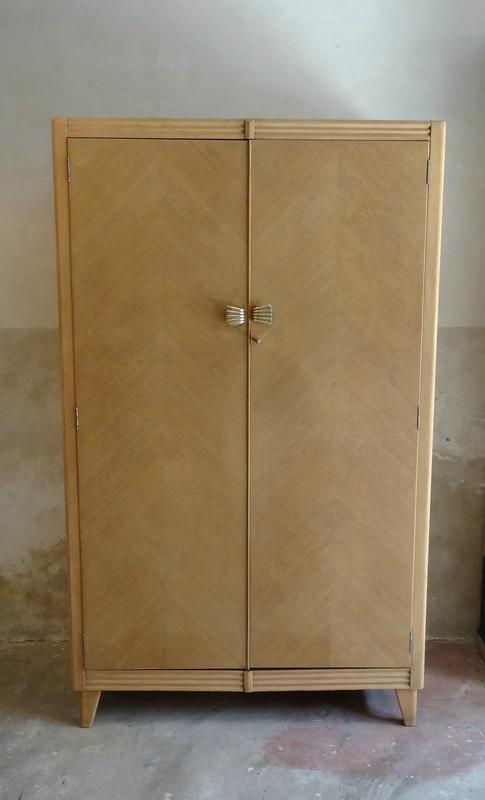 armoire anglaise des années 60