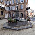 ♥ la fontaine près de l'hôtel de paris ; moulins ♥
