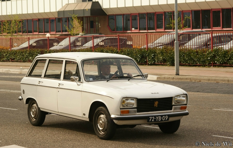 1976_Peugeot_304_GL_Break_(17263853245)