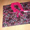 sac noir à fleurs colorées