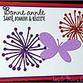 carte de voeux avec fleurs orange et violette et papillon mauve