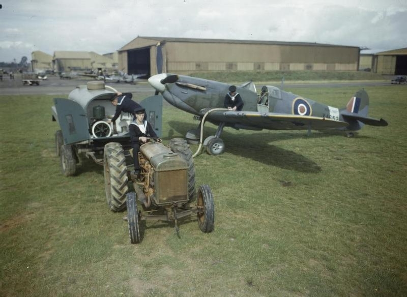 Ground_Crew_Working_on_Fleet_Air_Arm_Aircraft_at_Rnas_Yeovilton,_September_1943_TR1275