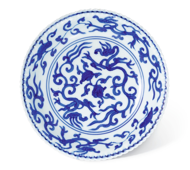 A blue and white lobed 'Dragon' dish, mark and period of Jiajing (1522-1566)