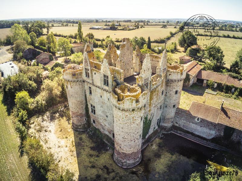 Le Château fort de l'Ebaupinay Incendié au cours de la guerre de Vendée (1)