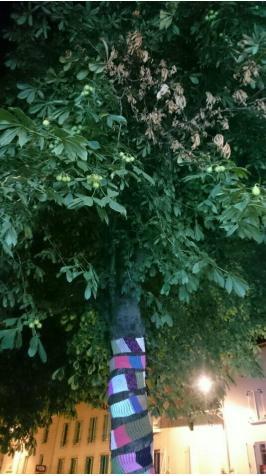 arbres tricot 3 maisons