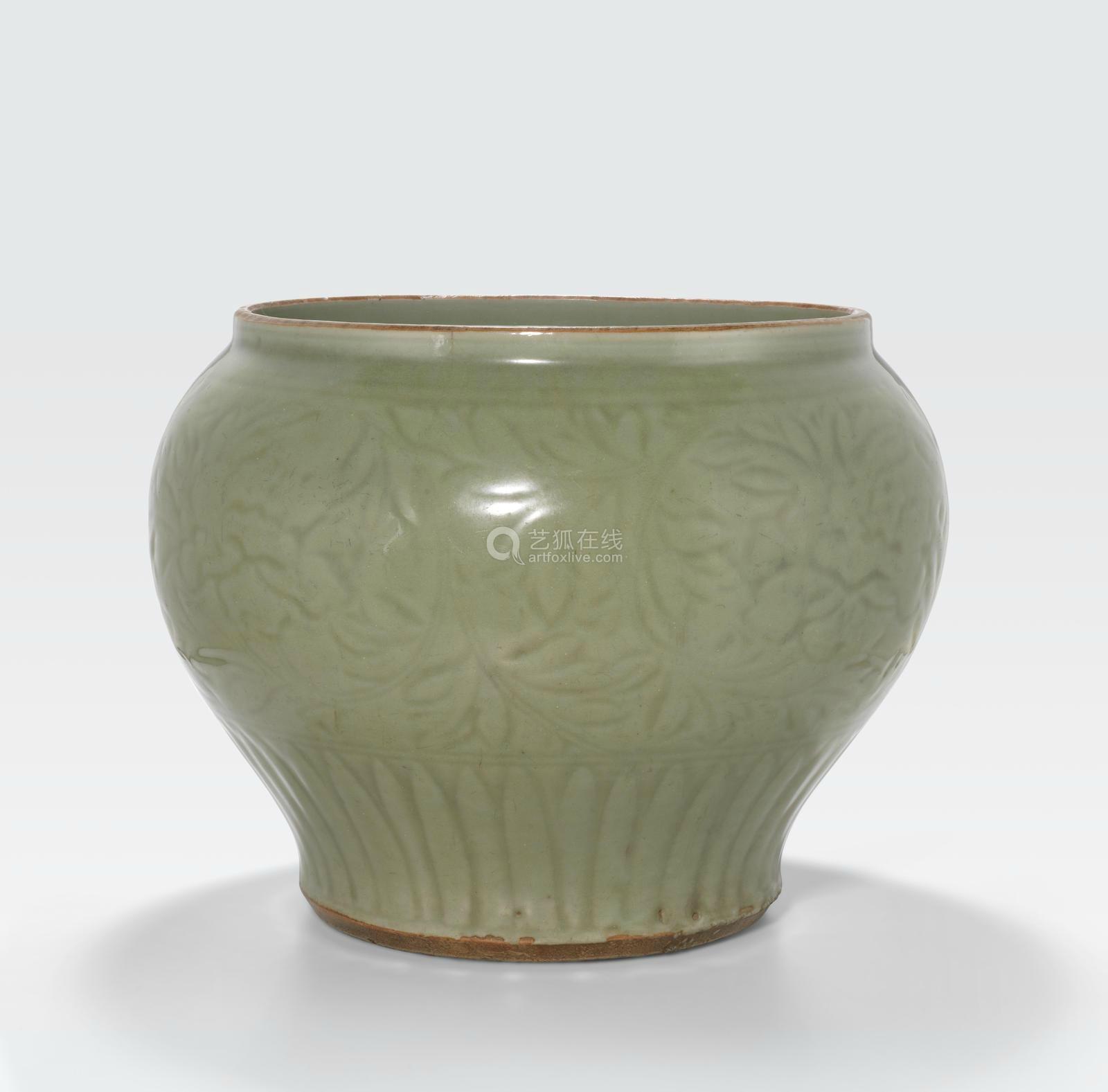 A large Longquan celadon jar, guan Ming dynasty