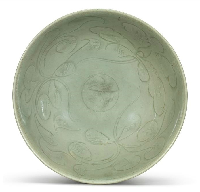 A 'Longquan' celadon carved bowl, Song-Yuan dynasty