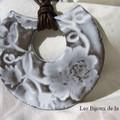 Collier 4 ; Grand croissant florus Blanc émail 28,00