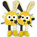 Doudou lapin personnalisé jaune bleu marine