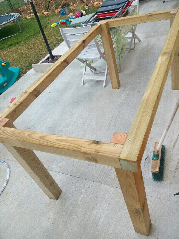 diy table de jardin un toit pour la vie. Black Bedroom Furniture Sets. Home Design Ideas
