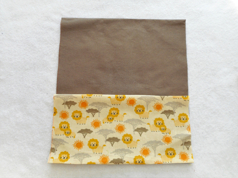 Sac chaussons taupe lion dos