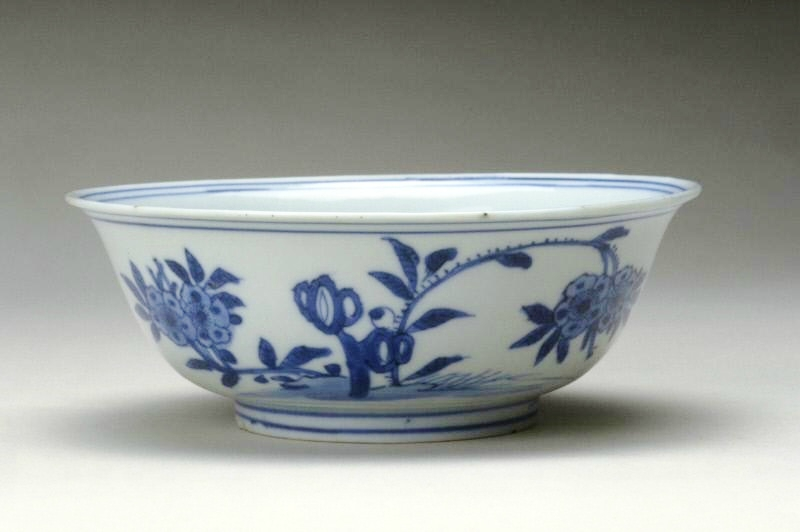 Bowl, Ming dynasty, Jiajing six-character mark within double-circles and of the period (1522-1566)