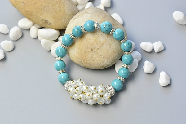How to Make a Simple Beaded Bracelet with Turquoise Beads and Pearl Beads 5