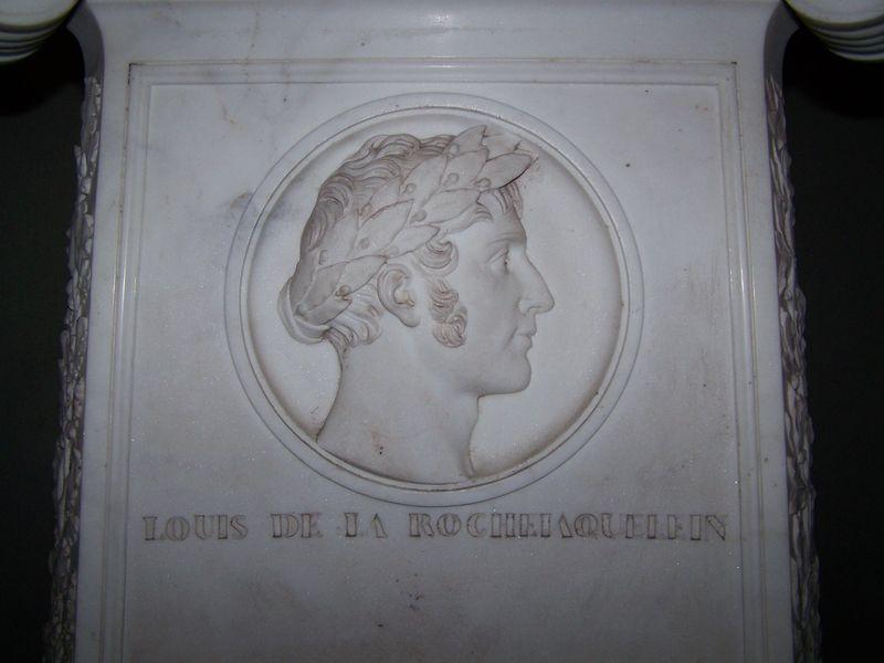 Portrait de Louis de La Rochejaquelein sculpté sur les candélabres