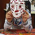 Masques de carnaval en papier mâché réalisés par des enfants de 8 à 14 ans.