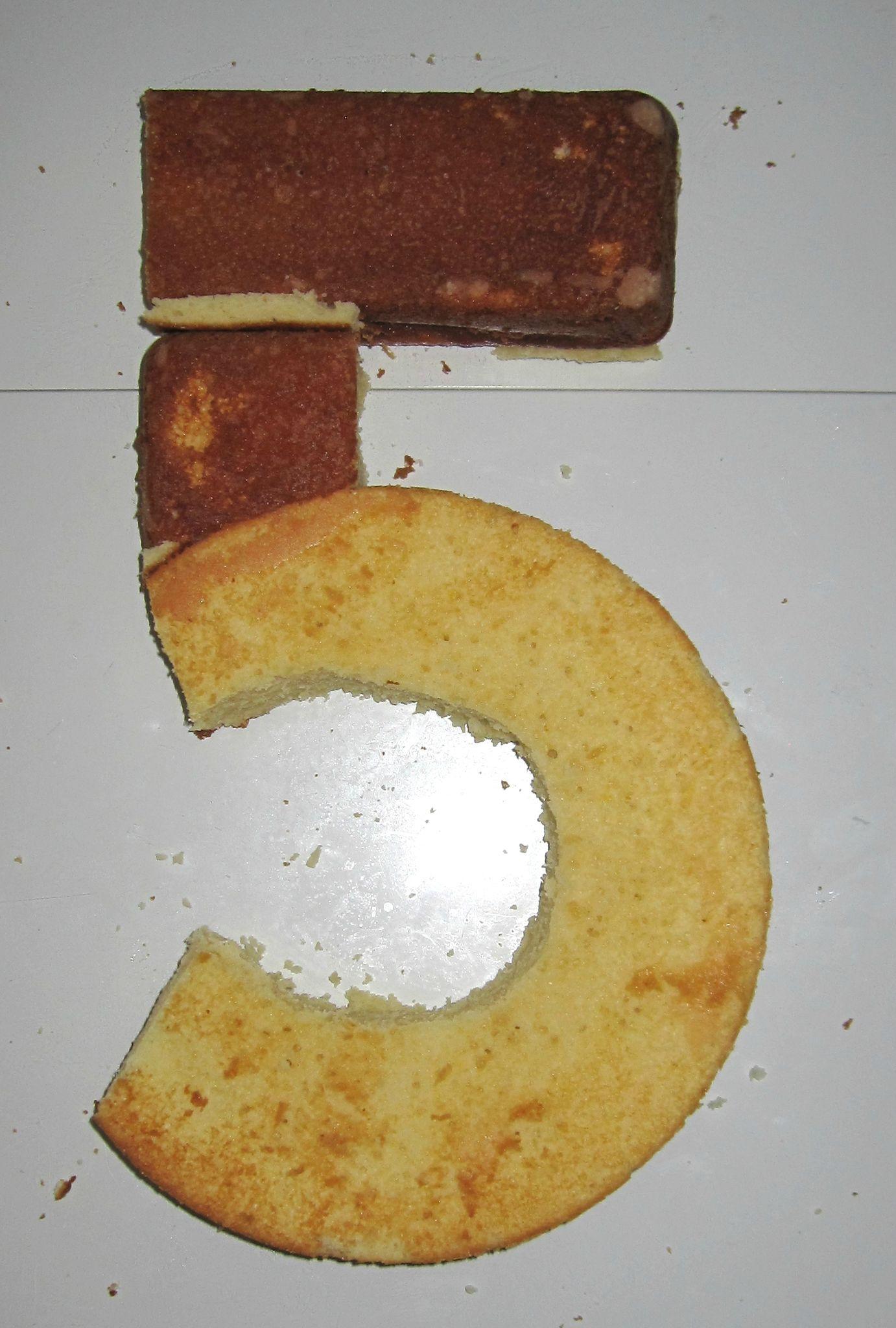 le gâteau d\u0027anniversaire chiffre 5
