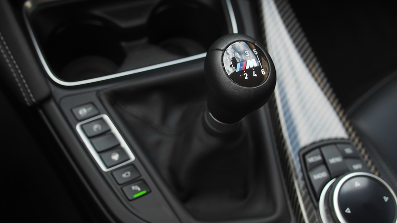 bmw-m4-coupe-gear-shifter