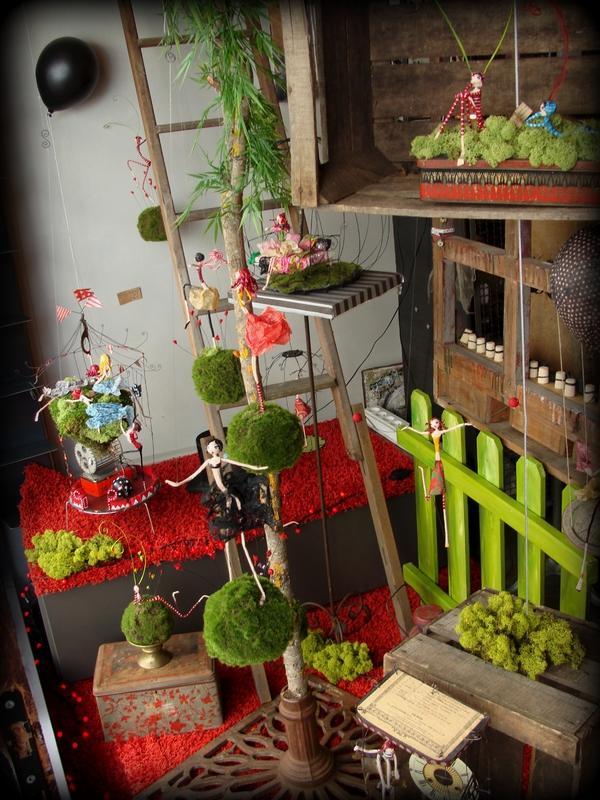 vitrine r alis e pour la boutique pourquoi pas la. Black Bedroom Furniture Sets. Home Design Ideas