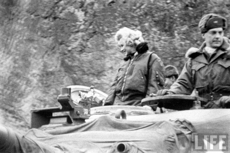 1954-02-17-korea-grenadier_palace-tank-030-1