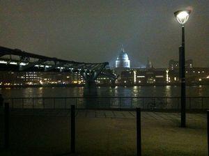 millenium bridge de nuit