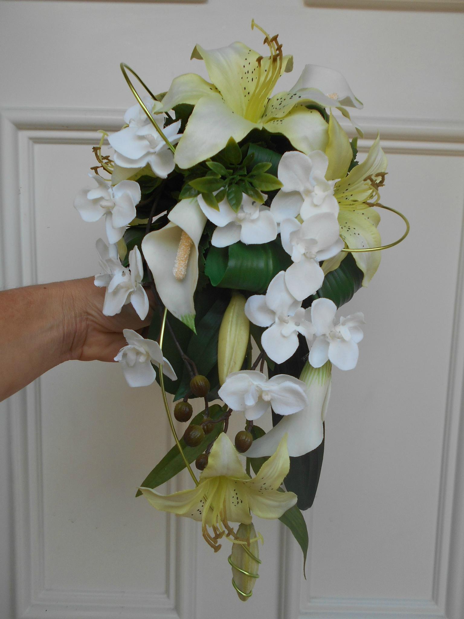 """bouquet de mariée en cascade blanc et vert anis """"elise"""" - décoration"""