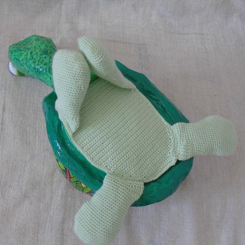 tortue en papier maché-dessous