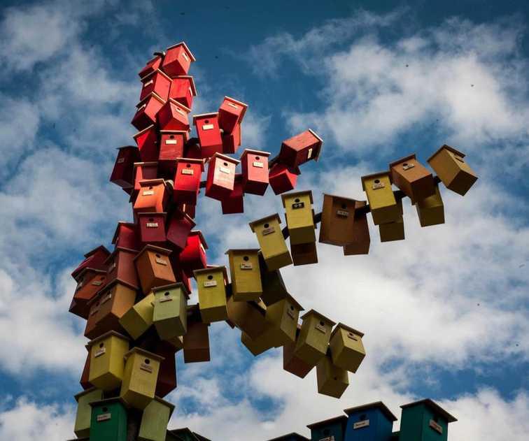 urban-bird-houses-thomas-dambo-2