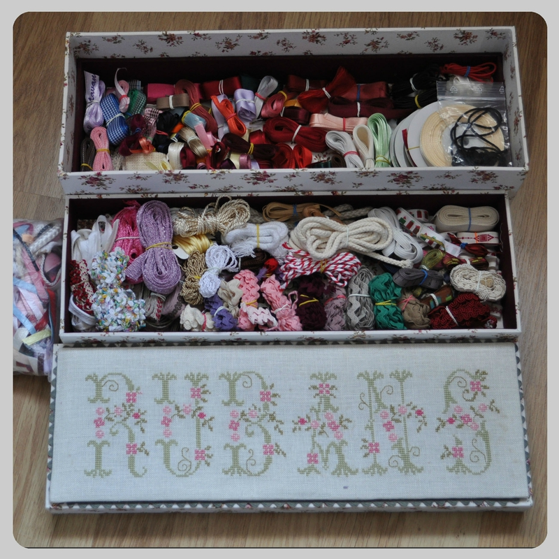 piece boite cartonnée rubans