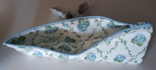 Petite Trousse aux roses bleues (2)