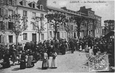 cartes-postales-La-Place-Leroy-Beaulieu-LISIEUX-14100-14-14366026-maxi_InPixio