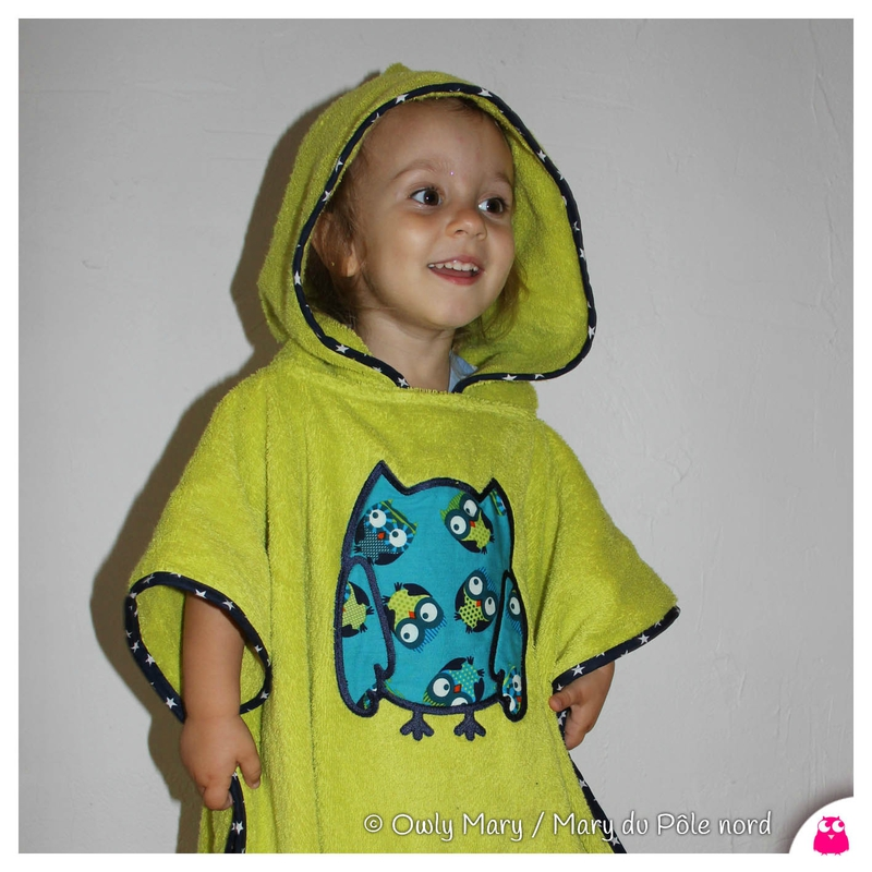 IMGG_9077-poncho-sortie-cape-bain-owly-mary-du-pole-nord-vert-anis-hibou-jean-chouette-fait-main-broderie-cadre