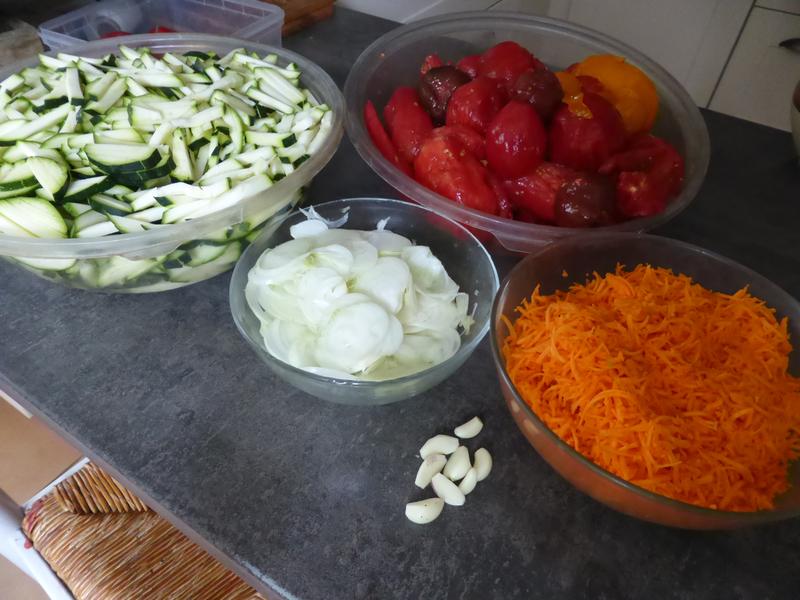 27-plats cuisinés, courgettes, tomates, oignons, carottes, ail