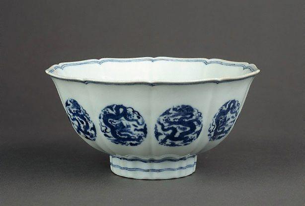 Bowl, circa 1720, Kangxi reign, porcelain with underglaze blue decoration, 9