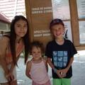 avec un petit garçon français et sa soeur