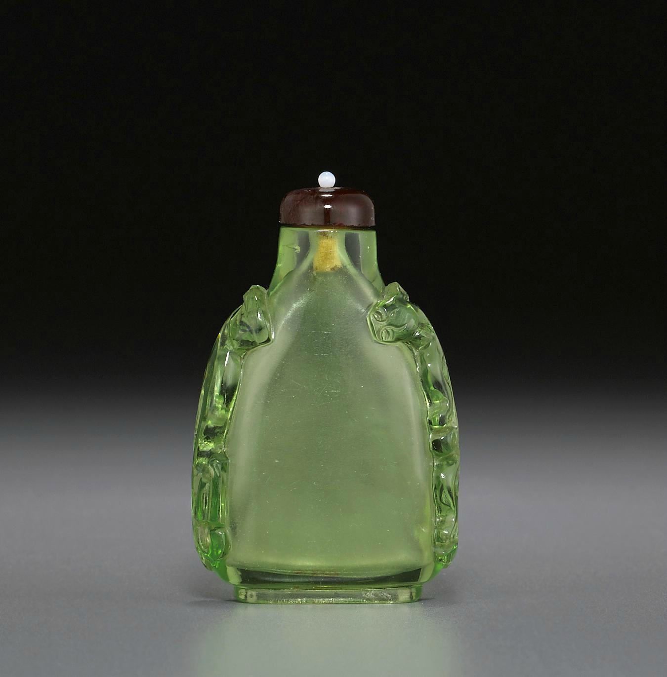 A transparent green glass snuff bottle, 1750-1820