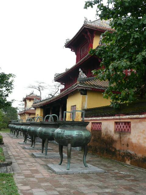 9 Urnes royales, Hue