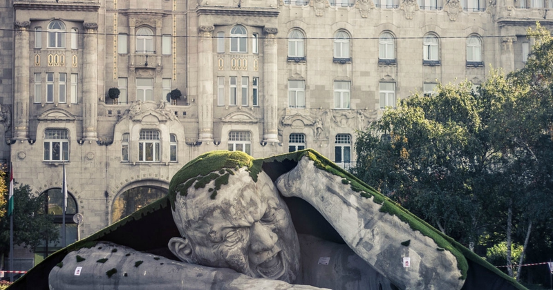 sculpture-place-budapest-rampe-hors-sol