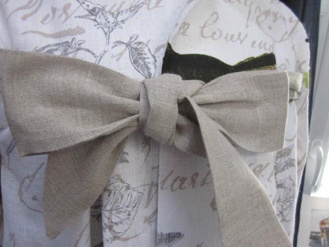 Manteau AGLAE en lin blanc cassé imprimé oiseaux noué d'un lien de lin brut (7)