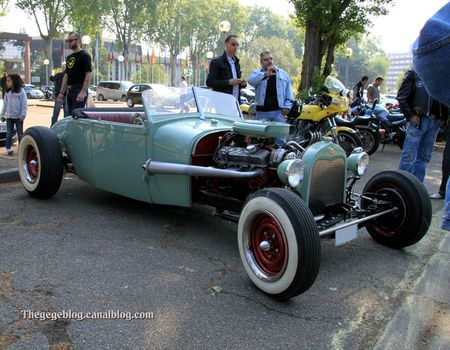 Ford rod custom (Retrorencard mai 2011) 01