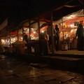 Le marche, de nuit