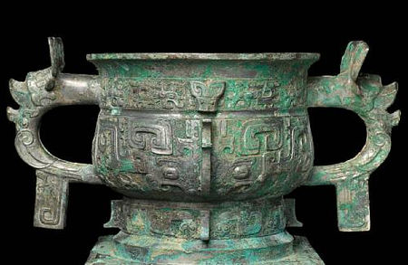 An_important_and_rare_archaic_bronze_ritual_offering_vessel__fangzuo_gui3