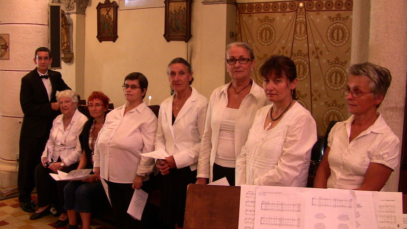 les choristes juste avant la prestation