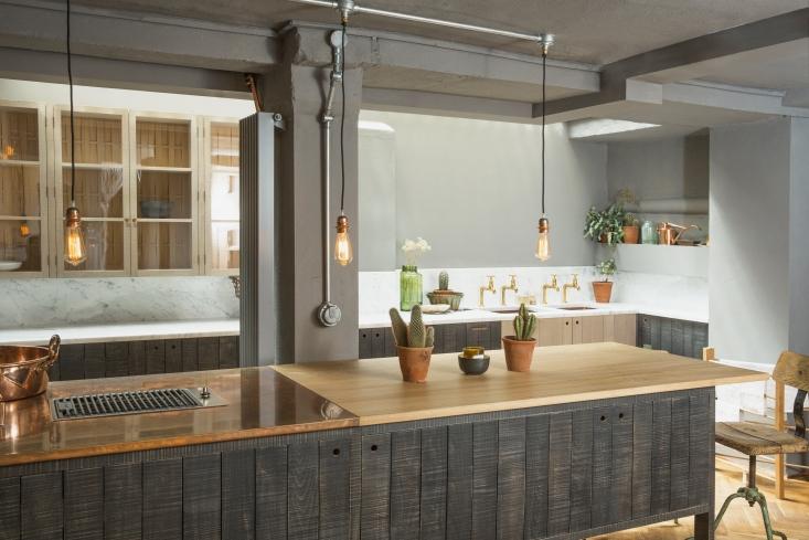 devol-sebastian-cox-kitchen-london-showroom-1-733x489