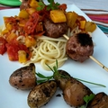 Nids de spaghettis, brochettes de viandes, concassé de tomates courgettes, patates nouvelles à l'huile d'olive / la plancha eno