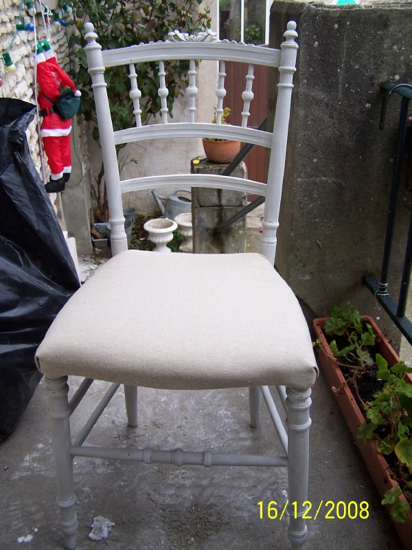 CHAISE ASSISE TISSUS LIN