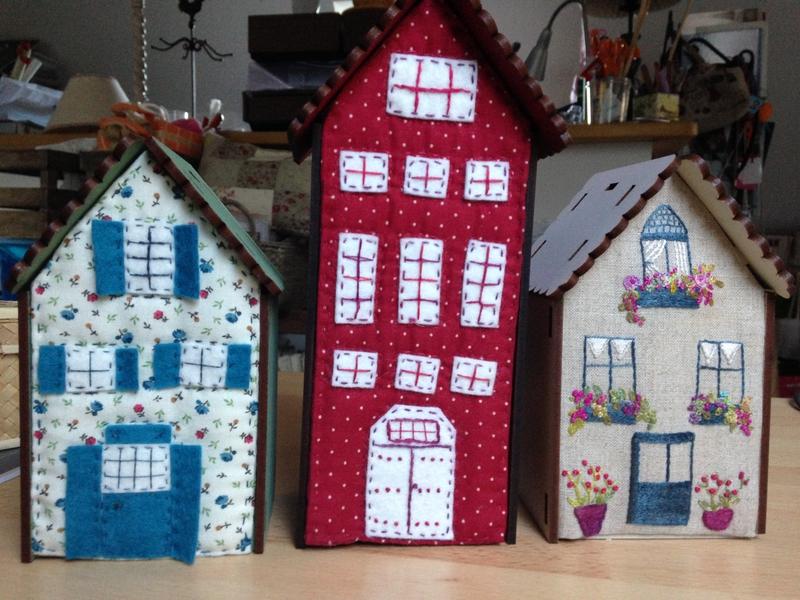 Des petites maisons en bois à customiser...