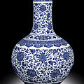 A fine and magnificent blue and white vase, tianqiuping, seal mark and period of qianlong (1736-1795)