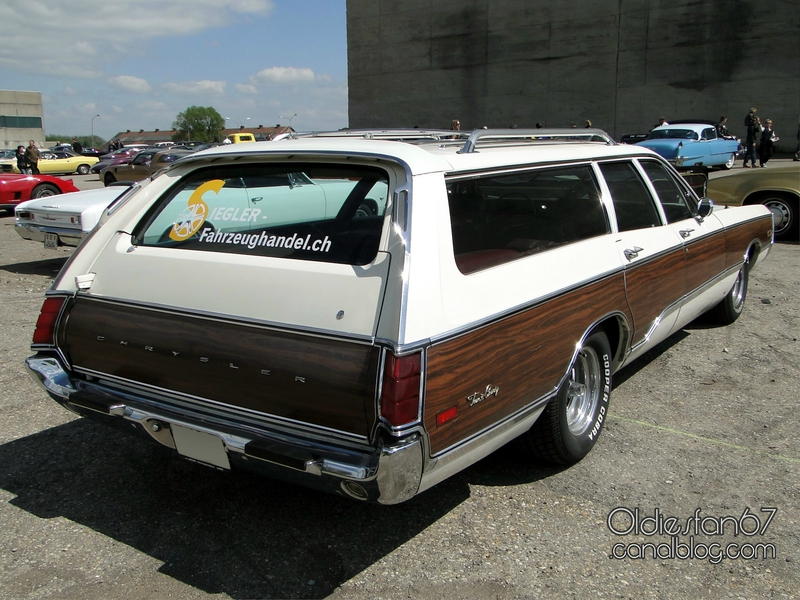 chrysler-town-and-country-1970-02