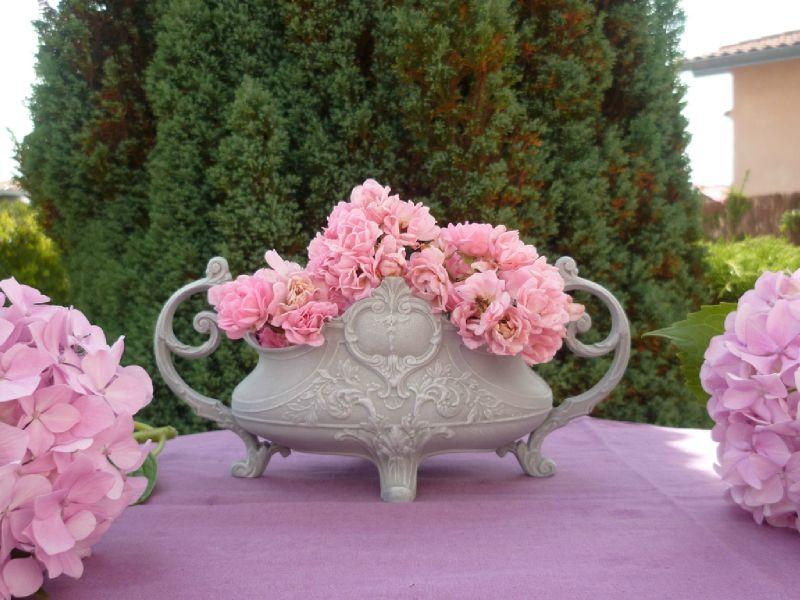 ravissante jardinière ciselée patine gris perle