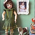 Bleuette, la robe verte et sa chambre aux jouets